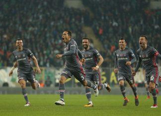 Bursaspor v Besiktas adriano puoliaika