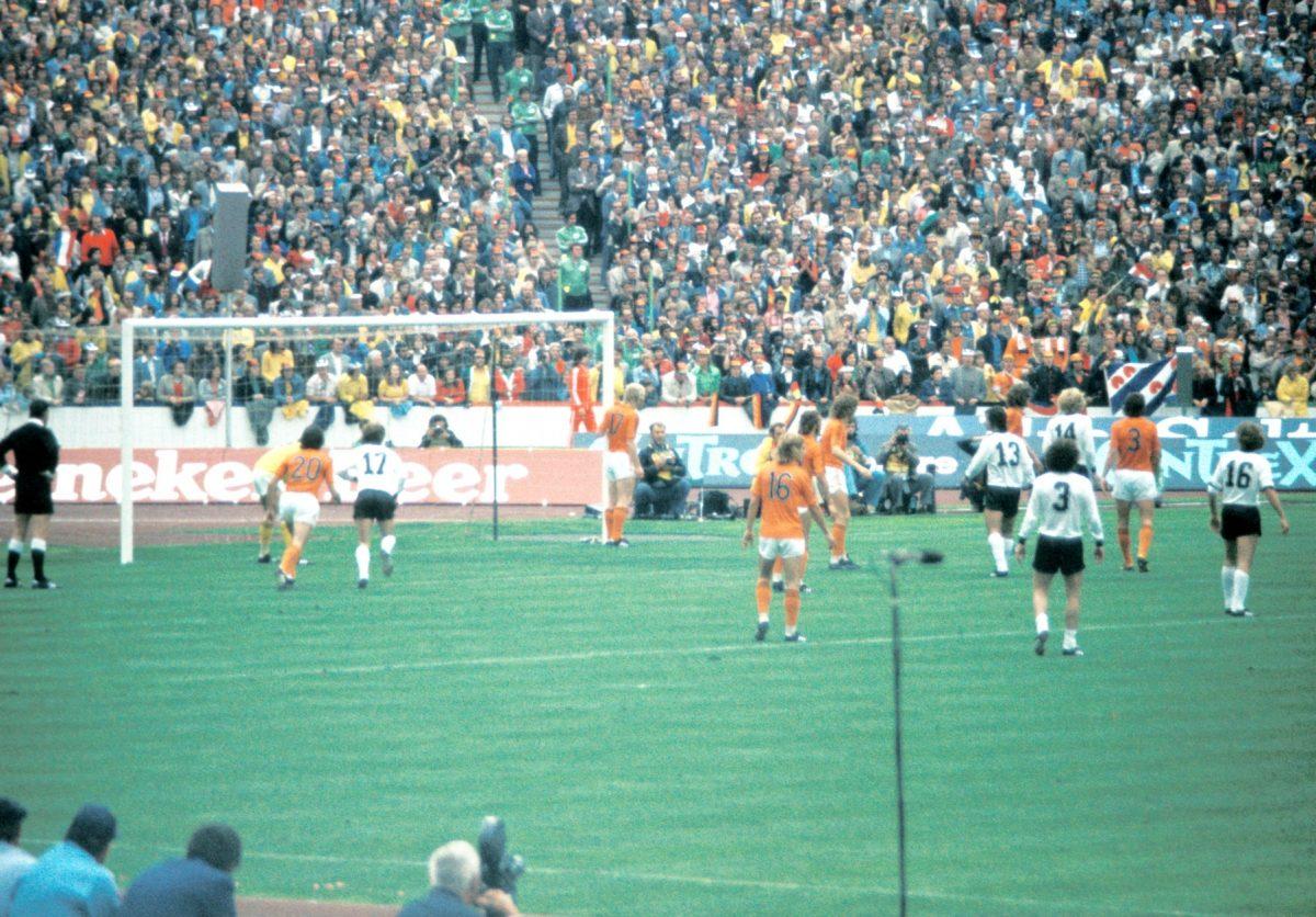 1974 totaalijalkapallo puoliaika