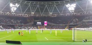West Hamin ja Man Cityn välisessä FA Cupin ottelussa ei voittajasta ollut epäselvyyttä, kun City murskasi isännät 5-0. Ottelun mielenkiintoisin ja huomiota herättävin tapahtuma nähtiin kuitenkin, kun kaksi kentälle juossutta fania pisti pystyyn oman shownsa.Spidermaniksi pukeutunutta fania rikottiin rajustirankkarialueella, mutta tilanteesta ei seurannut rangaistuspotkua, vaan pienet halailut järjestysmiesten kanssa.